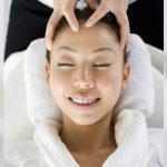 頭やデコルテへのアプローチは、お肌も輝かせていきます