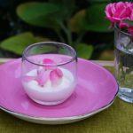 夏の暑さを解き放つバラのスイーツ「バラの香りを味わうワークショップ」